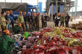 Hiện trường vụ tiêu huỷ 63 tấn hàng hoá bị tịch thu ở Hà Nội